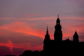 Zamek Królewski na Wawelu i katedra sylwetka w Krakowie