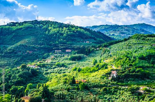 tuscany-zielonych-wzgorzy-panoramiczny-krajobraz-tuscany-wlochy