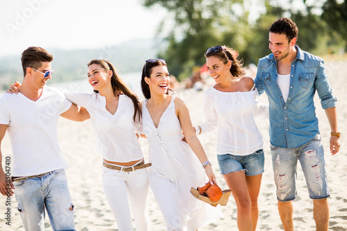 Young people on the beach - 85047410