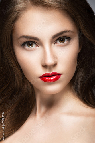 Póster Beautiful woman with evening make-up, red lips and curls