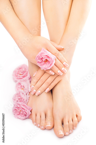 Foto op Aluminium Pedicure Relaxing pedicure and manicure with a pink rose flower