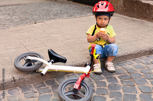 Fotobehang Wielersport Little bicycle driver