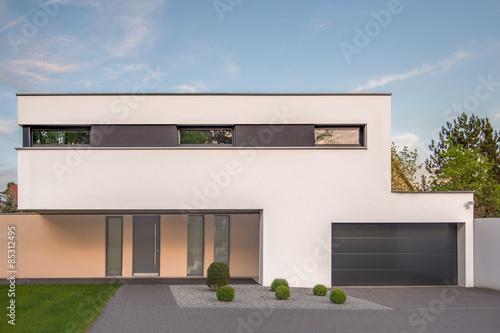 modernes cubus haus stockfotos und lizenzfreie bilder auf bild 85312495. Black Bedroom Furniture Sets. Home Design Ideas