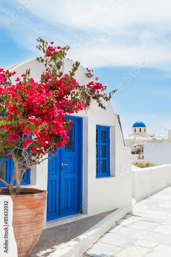 Staande foto Athene White-blue architecture on Santorini island, Greece