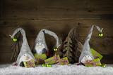 Fototapety Lustige Wichtelmänner mit Geschenke in grün rot zur Dekoration an Weihnachten
