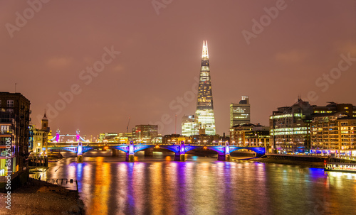 Poster Skyline of London with the Thames river - England