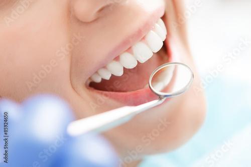 obraz lub plakat Close-up kobiety po zęby zbadane