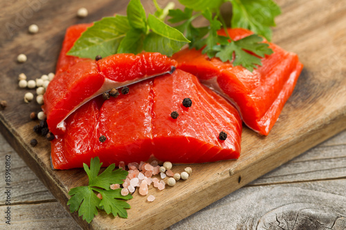 Poster Fresh bright red Copper River Salmon fillets on rustic wooden se