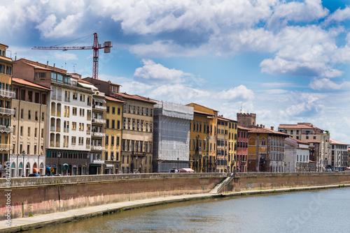 Aluminium Veduta dei Lungarni di Pisa, cielo e nuvole