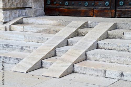Steinstiege aus granit mit rollstuhl rampe stockfotos - Treppe rampe fur rollstuhl ...