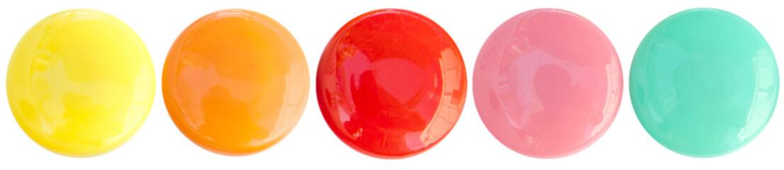 boutons magnétiques bonbons acidulés sur fond blanc © Unclesam