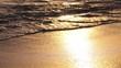 Quadro Golden colors on the waves. Sunrise. Ocean.