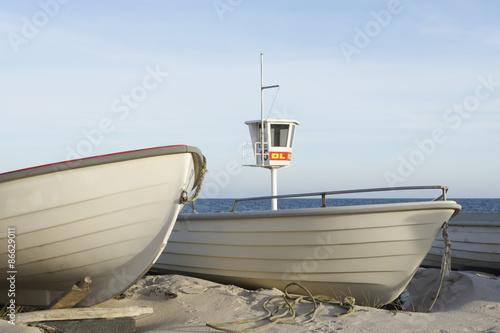 Leinwanddruck Bild Fischerboote am Strand vom Ostseebad Dahme, Deutschland