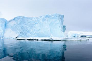 Piękne góry lodowej na Antarktydzie
