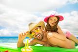 Tochter und Vater am Strand