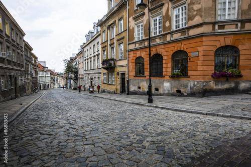 ulica-na-starym-miescie-w-warszawie-stolica-szczecina