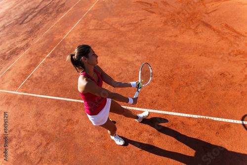 Poster Joueur de tennis féminin servant une balle de tennis