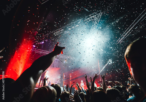 Zdjęcia na płótnie, fototapety, obrazy : night club party crowd