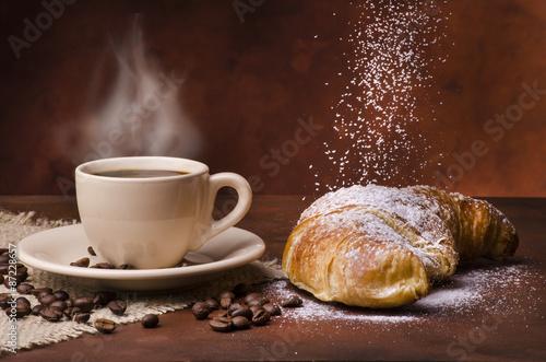Plagát, Obraz tazzina di caffè con cornetto e zucchero a velo