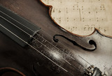 Fotoroleta Old violin lying on the sheet of music
