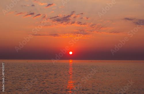 Poster Romantica alba sul mare adriatico nella regione marche, Italia.