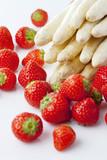 Obraz na płótnie Spargel und Erdbeeren