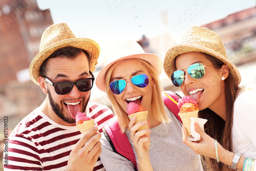 group of friends eating ice cream in gdansk stockfotos. Black Bedroom Furniture Sets. Home Design Ideas