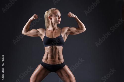 obraz PCV Portret pięknej dziewczyny w sportowych studio