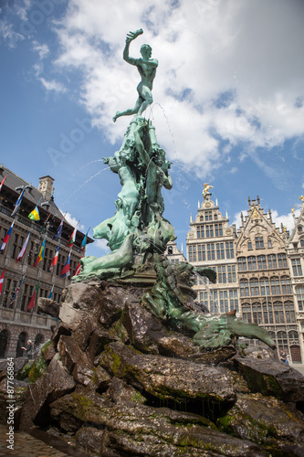 In de dag Antwerpen Monument on Grote Markt - Big Market Square in the Antwepen