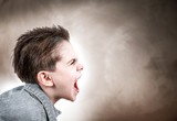 bambino infuriato