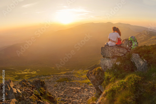 fototapeta na ścianę Happy couple enjoy beautiful view in the mountains