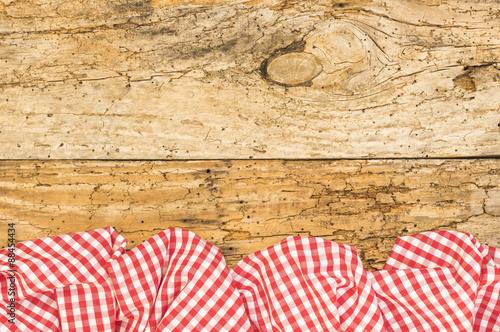 alter holz hintergrund mit tischdecke rot wei kariert stockfotos und lizenzfreie bilder auf. Black Bedroom Furniture Sets. Home Design Ideas