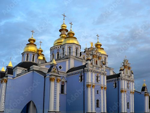 Foto op Plexiglas Kiev Big blue orthodox cathedral with golden domes