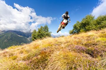 fototapeta motocross w górach