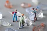 ダイヤモンドを発掘する人々