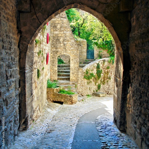 View through a medieval archway in a village in Provence, France 88641858