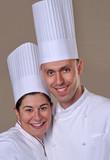 Retrato de una pareja de cocineros felices y exitosos.
