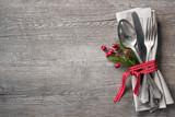 Fototapety Weihnachtsgedeck.Holz Hintergrund mit Besteck