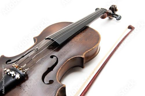 Staande foto Muziekwinkel Violin and bow on white background
