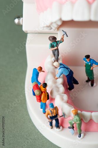 歯を修理する人々