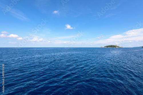 Poster Oceanië Small island and blue sea at Mu Koh Similan
