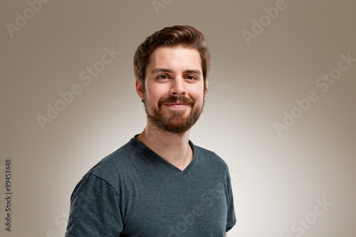 canvas print picture Portrait of smiling 20s man with beard