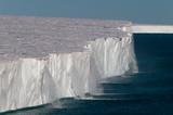 Fototapety Water running off the arctic ice shelf.