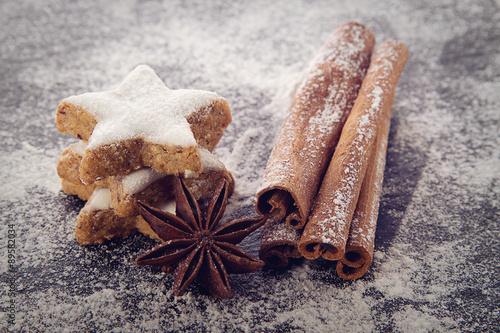 Fototapeta Zimtsterne und Anis ©yvonneweis