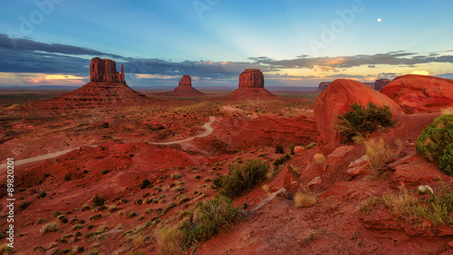 Fotobehang Natuur Park Beautiful sunset over the iconic Monument Valley, Arizona, USA