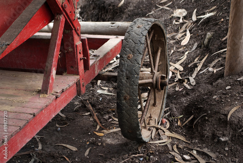 detalle de maquinaria agricola antigua Poster