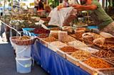 venditore ambulante di frutta secca