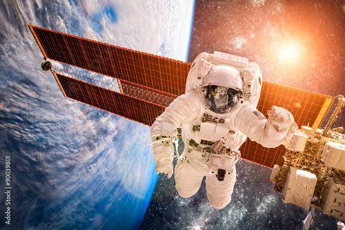 Zdjęcia na płótnie, fototapety na wymiar, obrazy na ścianę : International Space Station and astronaut.