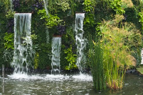 Panel Szklany cascade dans un jardin public