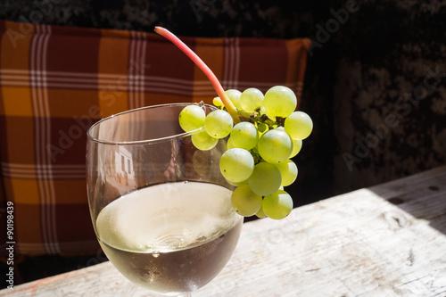 Wein und Nüsse